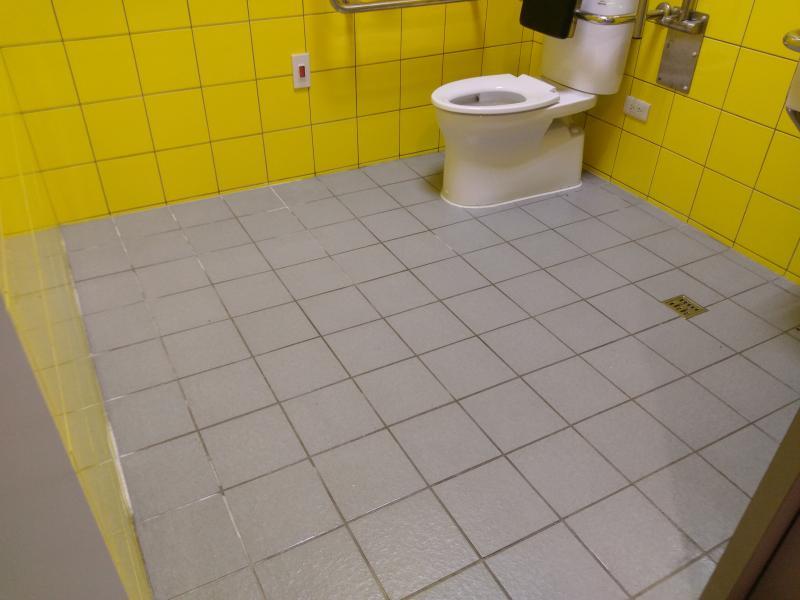 施工完,解決濕滑問題,又能保有地磚的原貌。